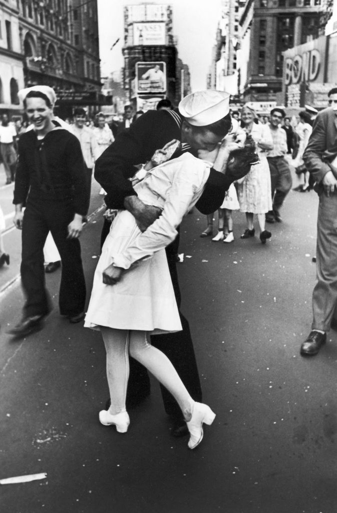 V-J Day in Times Square - Alfreid Eisenstaedt, 1945